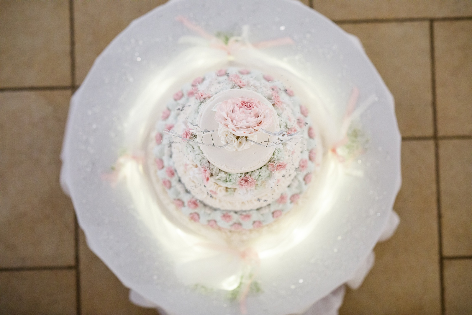 Colour picture of a wedding cake from above